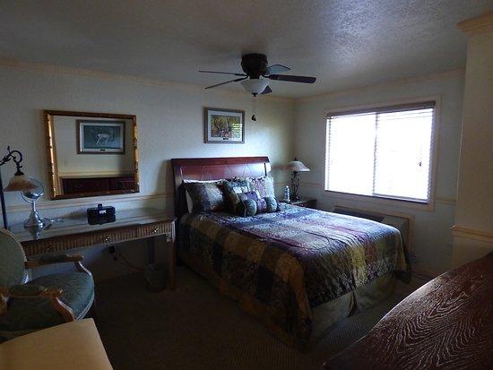 Gardiner, MT: One double room of 2 bed suite