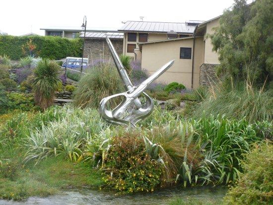 Wanaka, New Zealand: Art on the lake