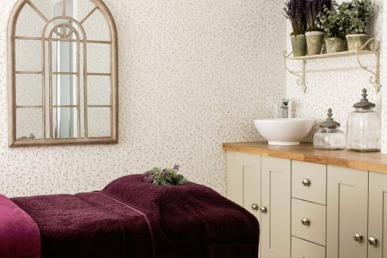 Longueville Manor: The Cottage Garden - treatment room