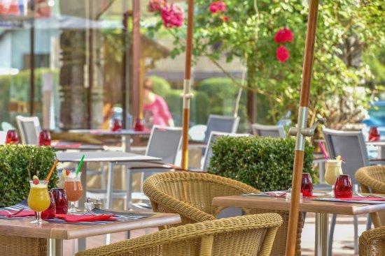 Doussard, Francja: Terrasse restaurant