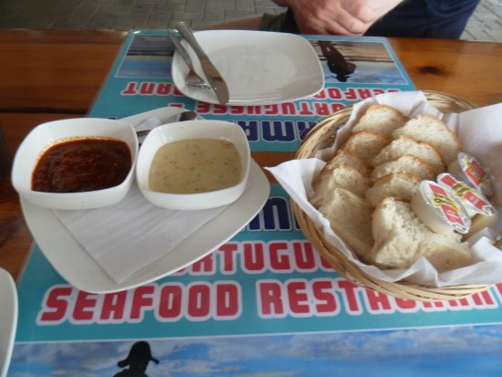 Southbroom, South Africa: Fresh and tasty bread, peri-peri sauce and tartare sauce
