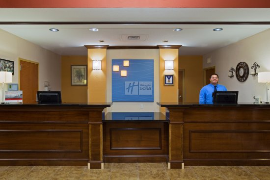 Holiday Inn Express Suites Ocala - Silver Springs: Guest check in