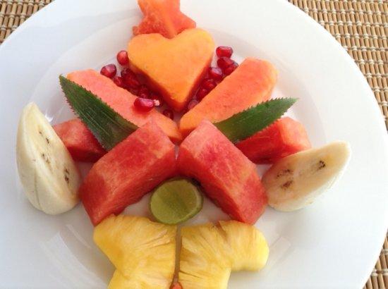 Niyagama House: Valentine's day breakfast fruit platter