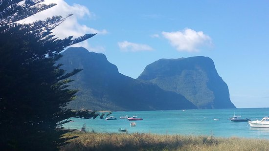 Pinetrees Lodge: Lord Howe Lagoon, Mt. Gower in background