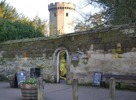 Archway into Warwick Castle grounds & courtyard