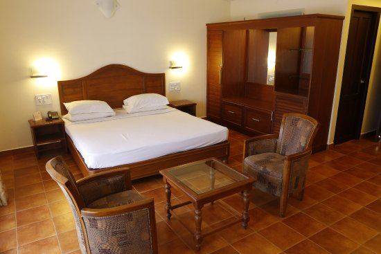 Fort Manor : TWELVE ULTRA  SPACIOUS LUXURIOUS ROOMS WITH ATTACHED BATHROOM AND TV IN EACH ROOM OTHER FACILIIT
