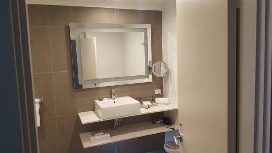The Vines, Australien: Bathroom