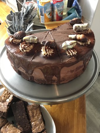 Overstrand, UK: Delicious cakes made by Artisan Chef!