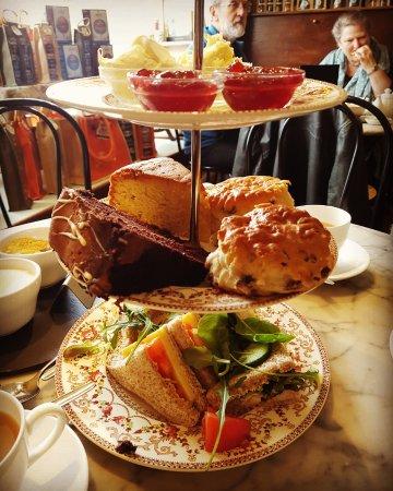Broadway, UK: Afternoon Tea