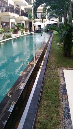 Kuta Town House Apartments: Lap pool with spa at the end