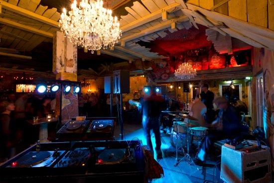Sihlbrugg, Suiza: Bands