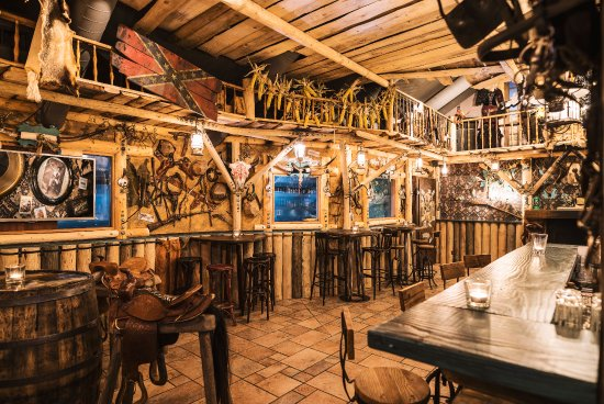 Dukes Restaurant: Saloon