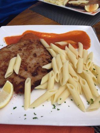 Savoie, France: Un très bon repas en famille ! Cuisine copieuse et de qualité 👌 Accueil chaleureux ! Une très b