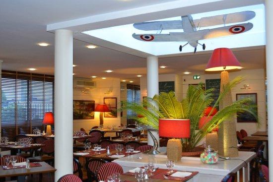 Le Monarque Restaurant: Salle à manger (déco TINTIN)