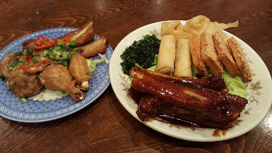 Darwen, UK: house crispy combination with spare ribs,spring roll ,prawn toast,wan tun and seaweed spring cab