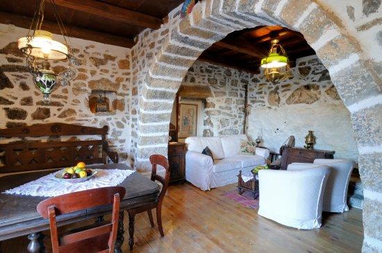 Elounta Traditional Art Suites