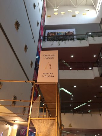 Greater Noida, India: The atrium and breakfast area of the hotel