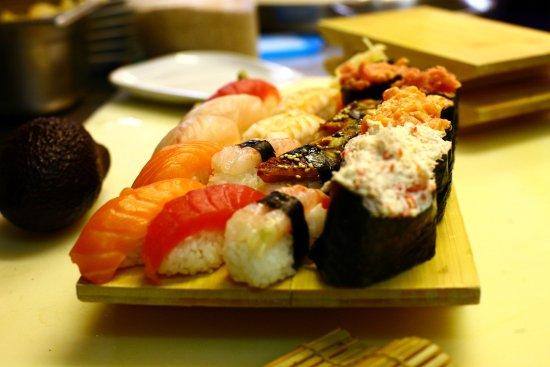 Ristorante Etnic: Grande varietà di cibo giapponese