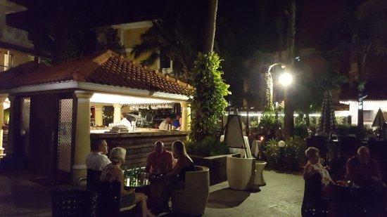 Phoenix Park Inn Resort: bar area
