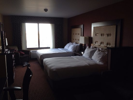 Holiday Inn Express & Suites Great Falls: a view from the door