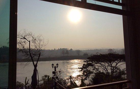 Chiang Khong, Thailand: Every Morning with Beautiful Sunshine!!