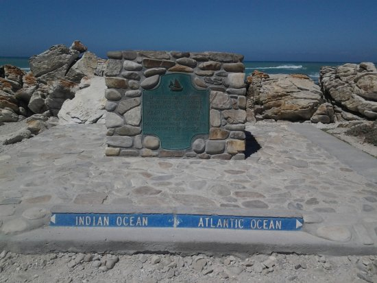 Cape Agulhas, Sudáfrica: The sign says it all!