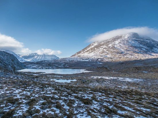 Kinlochewe, UK: View of Meall a' Ghiubhais (R) and Ben Eighe (L) from high point of walk