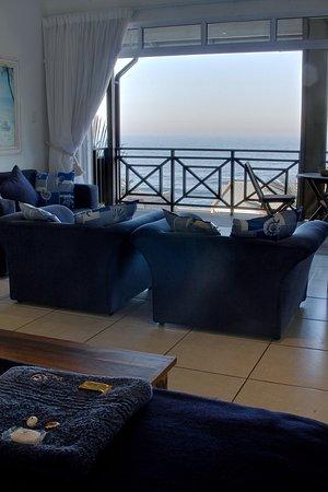 Shaka's Rock, South Africa: SHAKA'S SEAT - Beach Suite Bedroom & Lounge Area View.