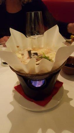 Toshi: Zuppa con tofu e pesce su carta antifiamma