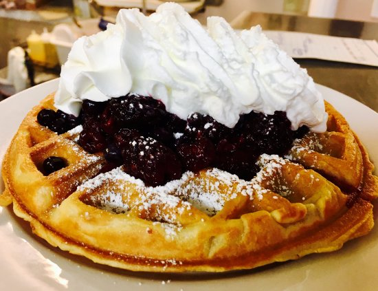 Biddeford, ME: Belgium waffle with wild Maine berries