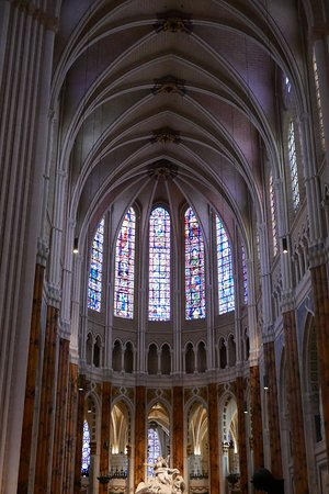 Some of the stained glass in the chartres cathedral picture of chartres cathedral chartres - Inter location chartres ...