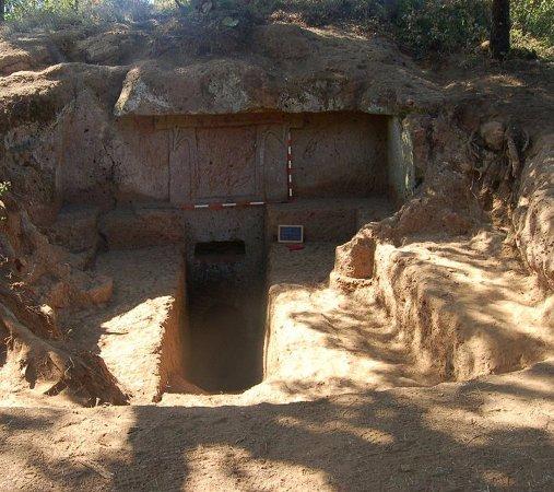Corchiano, Italy: Popolo Falisco - Accesso alla tomba II, località Genitura, IV-III sec. a:C.