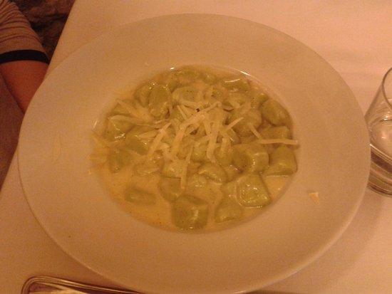 Verucchio, İtalya: gnocchi al formaggio di fossa