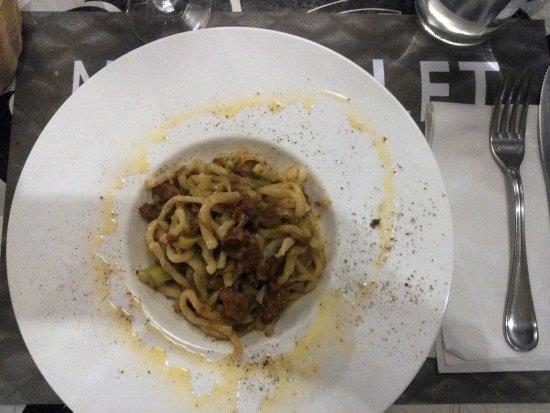 Bivigliano, Itália: pici senesi all'anatra