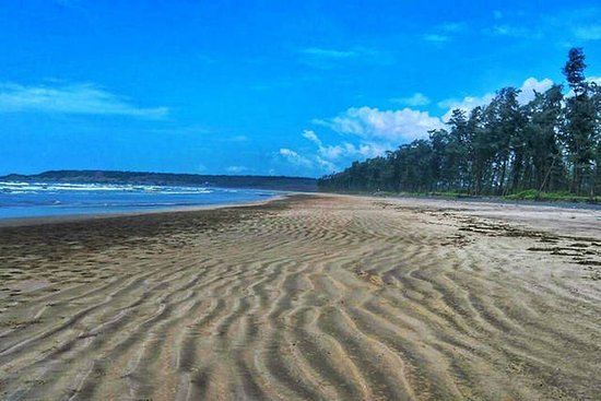 Ganapatipule Beach: This is the Aarey-Warey Beach which is only a few kilometers away from Ganpatipule Beach.