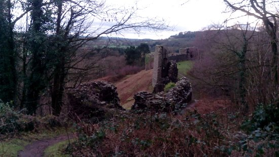 Peveril Castle: Outside
