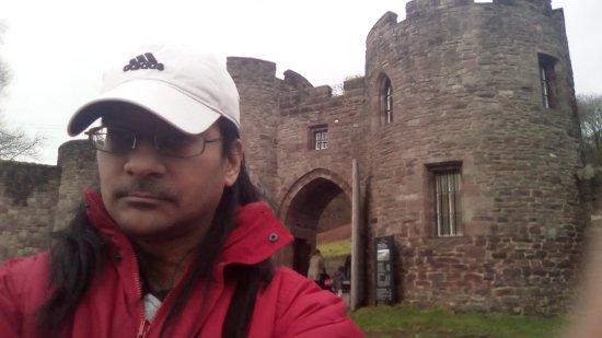 Peveril Castle: Outside