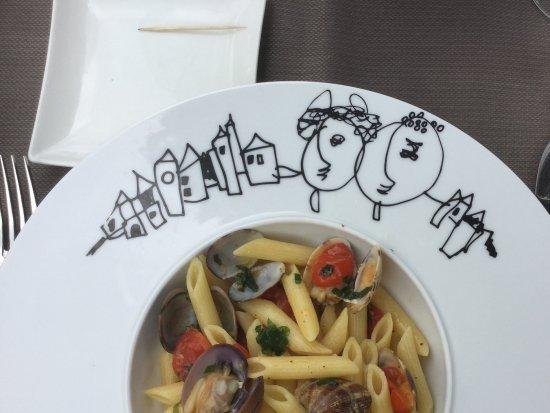 Cucina De Luca Gastronomia: Vongole met pasta op een kunstig bordje van Jan Latisse