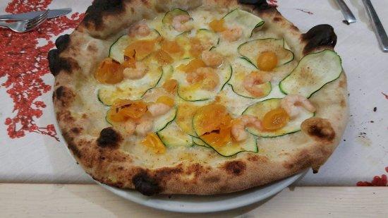 Il mulino pizzeria: Bufala, datterino giallo, gamberetti e zucchine