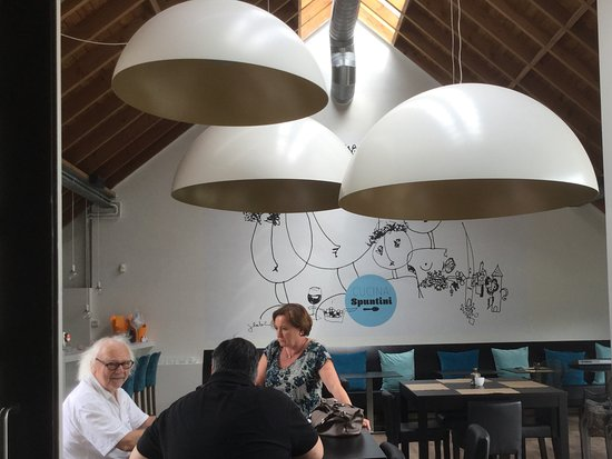 Cucina De Luca Gastronomia: Links op de foto de kunstenaar zelf Jan Latinne