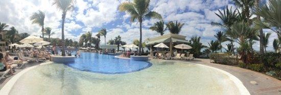 Pueblo Bonito Emerald Bay Resort & Spa: Main pool is amazing!