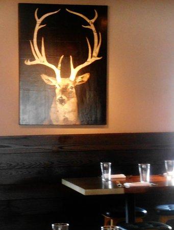 Luke's Kitchen and Bar: Modern setting