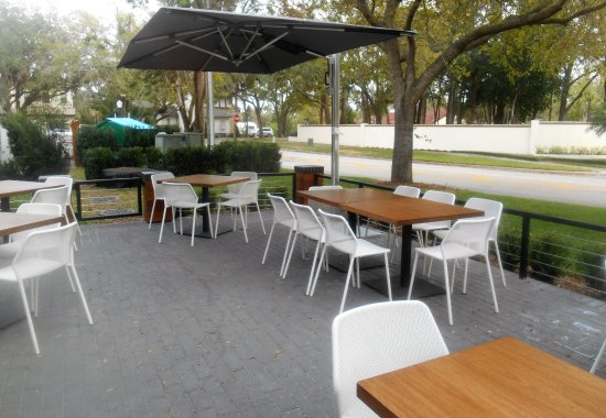 Luke's Kitchen and Bar: Lots of outdoor space as well