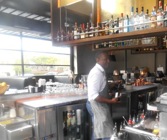 Luke's Kitchen and Bar: Bar is on right side when entering
