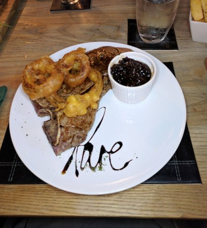 Wotton-under-Edge, UK: 16oz Tbone with caramelised onions & onion rings.