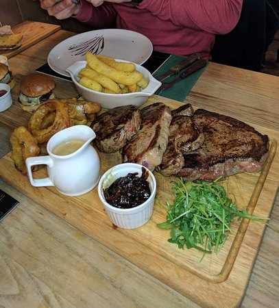 Wotton-under-Edge, UK: Meat Celebration Platter (with an added 16oz rump)