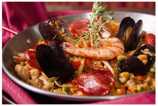 Паэлья. Визитная карточка Las Torres. Гордость и символ испанской кухни.