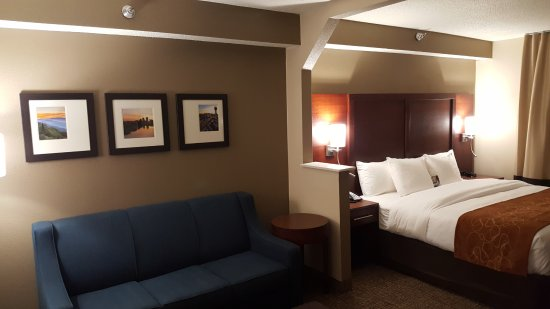Alcoa, TN: New King Suite with sofa