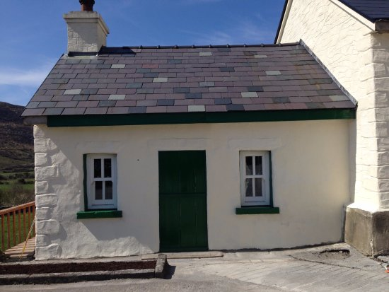 Fanore, Irlanda: outside farmhouse