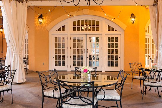 High Point, Carolina del Norte: With many Locations availiable you can Customise your Dining Experience! Enjoy our Courtyard.